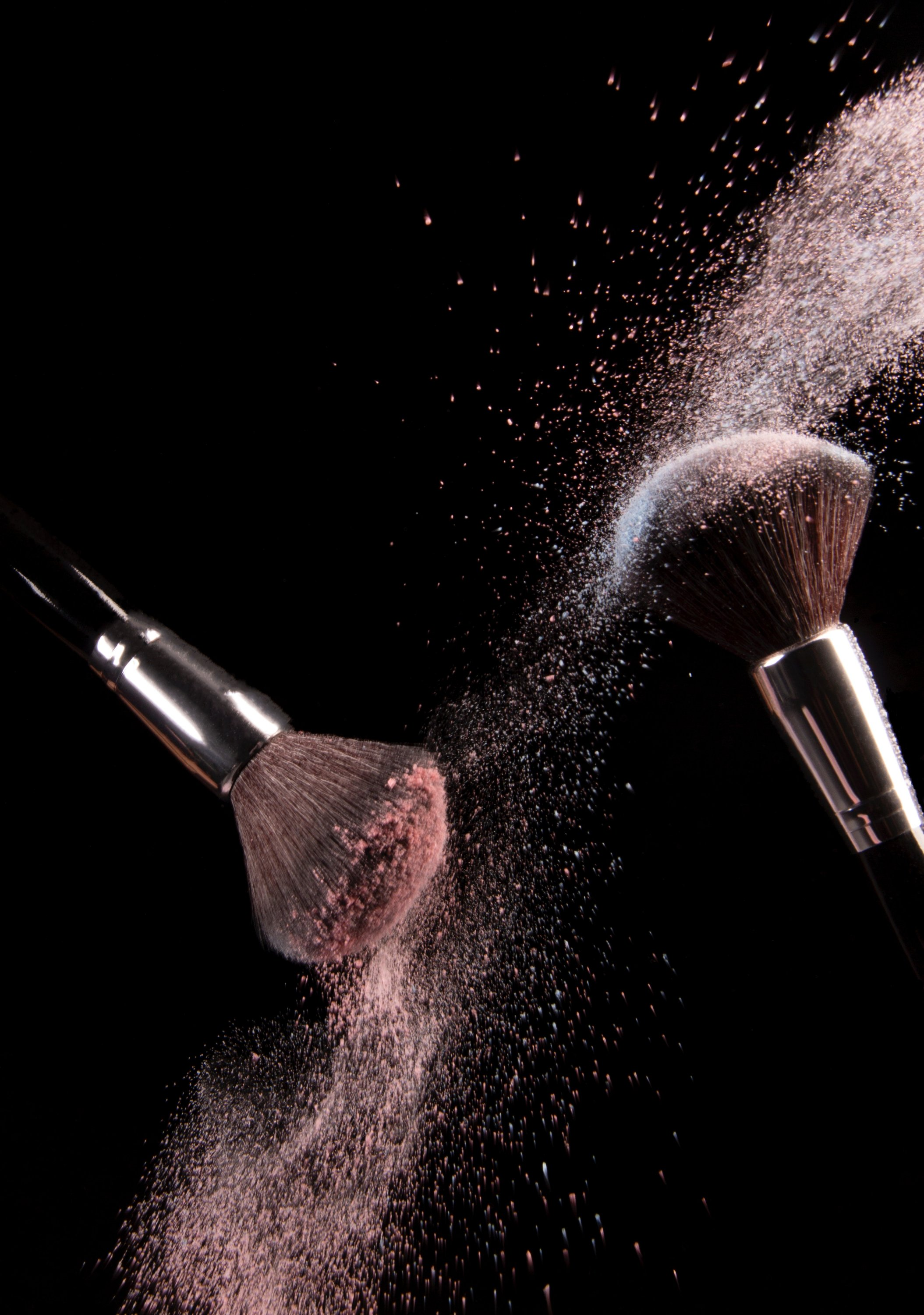 cosmetics-makeup-brushes-and-powder-dust-explosion-19266202150366022812747209.jpg